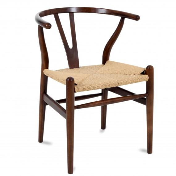 Replica della sedia Wishbone CH24 in legno di noce scuro del designer Hans J. Wegner