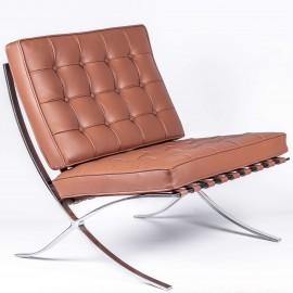 Replica della sedia Barcelona in pelle cognac.